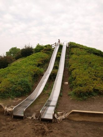巨大な滑り台