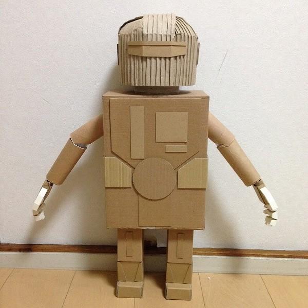段ボールのロボット