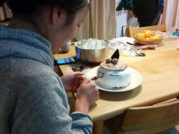 ケーキ制作中